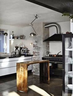 Simple and Functional. Rustic & Industrial Style Kitchen