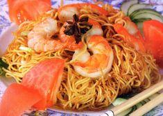 """Китайская лапша - традиционное блюдо, занимающее в рационе китайцев второе место после риса. По-китайски лапша - """"рамен"""", происходит от двух древних иероглифов: """"ра"""" - вытягивать и """"мен"""" - лапша."""