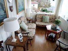Ercol spisestuebord med 8 stoler samt to ercoltoseter sofaer totalt Ercol Furniture, Velvet