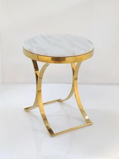 A fashionable addition to any on-trend home, this side table is a perfect spot to place table lamps, picture frames, or set out decorative accents. This stylish end table features round faux marble top with a lustrous X-style base design to provide a Gold Furniture, Table Furniture, Furniture Design, Home Decor Furniture, Side Coffee Table, Brass Side Table, Gold Table, Round Side Table, Living Room Designs