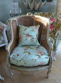 love this shabby chair Do love the chair.The cushions not so sure. But those can be changed for your taste or your decor Home Interior, Interior Decorating, Interior Design, Upholstered Furniture, Shabby Chic Furniture, Painted Chairs, Painted Furniture, Style At Home, Love Chair