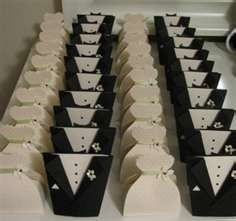Bride and Groom favor boxes made with the Cricut!  SO CUTE!