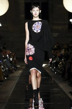Watch the livestream of the Givenchy show ready-to-wear collection Spring/Summer 2017 from Paris.