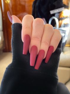 Velvet Nail Style-long and tapering up towards the top like coffin nails. Kim Kardashian Kylie Jenner, Kylie Jenner Nails, Kardashian Family, Kendall Jenner, Coffin Nails, Gel Nails, Nail Polish, Velvet Nails, Gel Nail Colors
