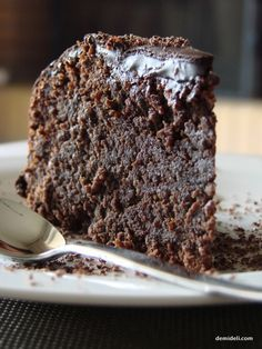 Easy Brownies recipe with Cocoa and. This Easy Brownies recipe with cocoa and dark chocolate is rich dark and intensely fudgy. Easy and ridiculously good! Brownie Recipe With Cocoa, Brownie Recipes, Cake Recipes, Dessert Recipes, Pie Dessert, Fluffy Chocolate Cake, Flourless Chocolate, Hot Chocolate, Chocolate Brownies