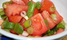 Hot Dog and Tomato Salad Tomato Salad, Fruit Salad, Kung Pao Chicken, Hot Dogs, Salsa, Soup, Yummy Food, Baking, Ethnic Recipes
