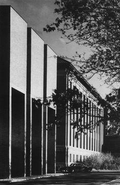 University Library Extension, Grange Road, Cambridge, England, 1971 (Gollins Melvin Ward)