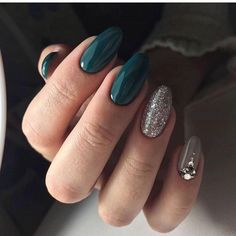 Extraordinary nails Insanely beautiful nails Multi-color nails Nails with stones Oval nails Silver nails Unusual nails Shellac Designs, Green Nail Designs, Best Nail Art Designs, Beautiful Nail Designs, Oval Nails, Silver Nails, Oval Nail Art, Glitter Nails, Gold Glitter