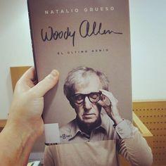 Feliz #BookFaceFriday ! Para esta noite de venres e choiva que mellor que un bo libro ou unha peli do director Woody Allen? Vide á #biblioteca , porque #ABiblioPréstame ! #bookface
