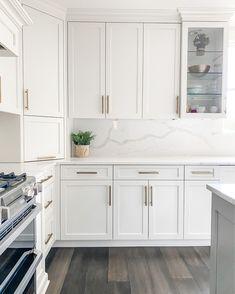 Home Decor Kitchen, Kitchen Interior, New Kitchen, Home Kitchens, Kitchen White, Tall Kitchen Cabinets, Kitchen Cabinet Design, Modern Kitchen Design, Home Room Design