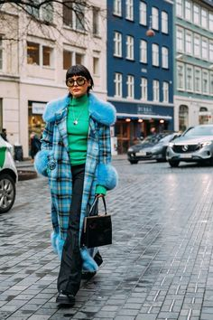 The Best Street-Style Photos From the Fall 2020 Shows at Copenhagen Fashion Week: It may be gray and rainy in Copenhagen at the moment, but that hasn't put a damper on the intrepid street-style crowd in town for Fashion Week. Street Style Trends, Stylish Street Style, Cool Street Fashion, Street Style Women, Knit Fashion, Fashion Photo, Curvy Fashion, Kreative Jobs, Copenhagen Style