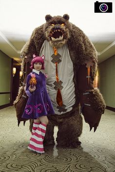 Incredible Scaled Annie and Tibbers cosplay from League of Legends