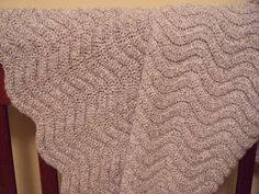 Crochet pattern - even though I don't know much crochet, I think I could learn this...after first row, every row repeats. Would like in other colors, too.