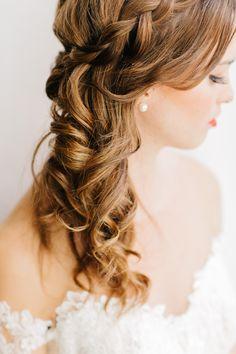 side-swept #curls wedding #hair idea @weddingchicks
