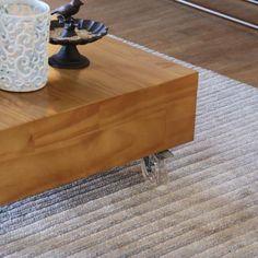 O Tapete Listra Mix é a opção de tapete listrado que faltava no seu espaço. Sóbrio e delicado, ele completa os cômodos com muita sutileza, agregando espaço.