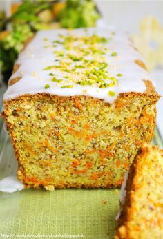 Rüblikuchen / Karottenkuchen / Möhrenkuchen aus der Kastenform, kaum Mehl, vie… Rüblikuchen / carrot cake / carrot cake from the box, barely flour, many almonds and a lemony icing. Super juicy and so easy because few ingredients are needed. Easy Cake Recipes, Sweet Recipes, Snack Recipes, Easter Recipes, Ice Cream Recipes, Pumpkin Spice Cupcakes, Mini Cakes, Carrot Cake, Smoothie Recipes