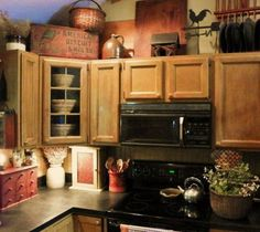 kitchen farmhouse decor above cabinets Above Cabinet Decor, Decorating Above Kitchen Cabinets, Above Cabinets, Cabinet Ideas, Primitive Kitchen, Rustic Kitchen Decor, Primitive Decor, Kitchen Ideas, Primitive Country