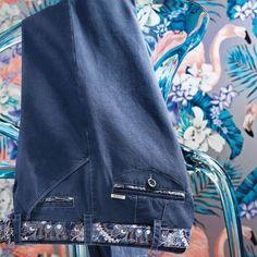 #ModeHomme #VêtementsHomme #Paris Pantalons Homme : La nouvelle collection MEYER Printemps/Été 2018 est dans votre boutique Evalon Paris. Une élégance décontractée, la qualité dans le moindre détail. 10, rue d'Aboukir 75002 Paris.