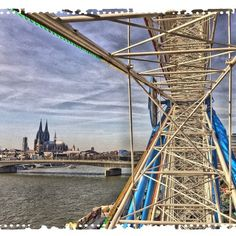 Ich habe eine Bildergalerie mit Bildern vom Kölner Dom auf meinem Blog Op Jück angelegt.