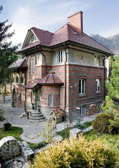 Beautiful outside, amazing inside. The Beautiful Country, Beautiful Homes, Bucharest Romania, Traditional House, House Tours, Poems, Villa, Exterior, House Design