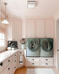 "A bright and spacious laundry room that makes washing clothes fun! 💗 ""We can all relate that the laundry room is a revolving door and laundry is a never-ending task so why not make space cute & inviting?"" says @robynssouthernnest. We couldn't agree more 🤩🤩🤩 (via @robynssouthernnest). Click the image to try our free home design app. (Keywords: laundry room ideas, laundry room decor, small room decor, laundry room organization, laundry room colors, laundry room shelf)"