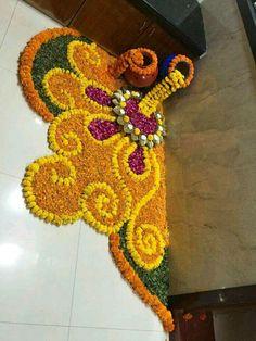 These New Year rangoli designs may not be as detailed as Sankranti rangoli designs or Diwali rangoli or even the themed ones like Ganesh rangoli, and so on. Rangoli Designs Flower, Rangoli Patterns, Rangoli Ideas, Colorful Rangoli Designs, Rangoli Designs Diwali, Rangoli Designs Images, Flower Rangoli, Beautiful Rangoli Designs, Flower Designs