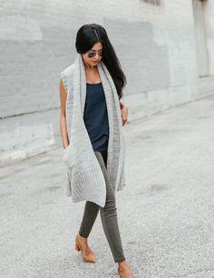 love the long sleeveless cardigan with pockets Sweater Vest Outfit, Long Sweater Vest, Cardigan Outfits, Knit Vest, Vest Jacket, Estilo Jeans, Sleeveless Cardigan, Stitch Fix Outfits, Stitch Fix Stylist