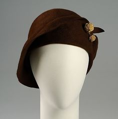 1920s fashion accessories, vintage millinery: brown cloche, gold details.  1925