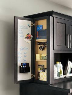 Easy Home Organization Ideas - Town & Country Living - - Most people don't want to spend a lot of time cleaning and organizing. Check out these easy home organization ideas to make your life less stressful. Kitchen Redo, Home Decor Kitchen, Home Kitchens, Kitchen Remodel, Kitchen Layout Plans, Kitchen Cabinet Layout, Modern Kitchen Island, Kitchen Decor Themes, Kitchen Interior