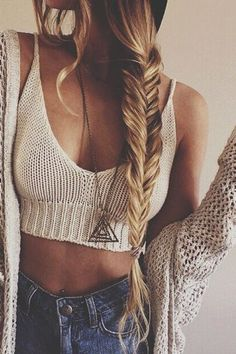 Boho-Frisuren & Flechtfrisuren im Hippie-Look auf http://www.gofeminin.de/mode-beauty/album1159468/boho-frisuren-0.html #braid #hippie #boho