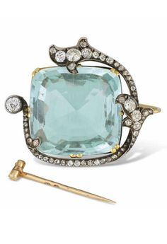 FABERGÉ - AN ANTIQUE SILVER-TOPPED GOLD-MOUNTED AQUAMARINE AND DIAMOND BROOCH, WITH THE WORKMASTER'S MARK OF OSCAR PIHL, MOSCOW, CIRCA 1890, SCRATCHED INVENTORY NUMBER.