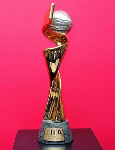 Le trophée de la Coupe du monde féminin