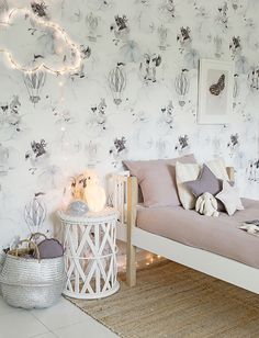 Enchanting wallpaper for kids rooms