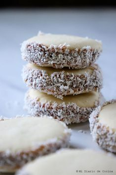 Alfajores de maicena Easy Lunches For Work, Make Ahead Lunches, Tray Bakes, Biscotti, Food Porn, Yummy Food, Sweets, Homemade, Cookies