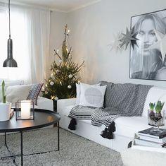 Lauantaita ihanat! 😍Tänään suunnitelmissa lahjojen paketointia, lanttu- ja perunalaatikon paistamista sekä jouluradion kuuntelua tauotta. Tallipihan joulua, taatelikakun leipomista ja laskettelukamojen huoltamista.  #saturdaywellspent ❤️PS. Joulukuusi ajettiin hetkeksi nurkkaan ennen ulosvientiä - varisee varisee 🙈#myhome #sisustus #interior #interiör #joulu #christmas #jul #hem Instagram Widget