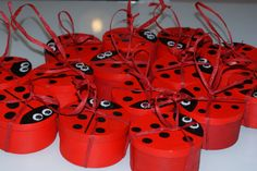 """J'aais mis une ficelle de rafia rouge pour que les enfants puissent """"pêcher"""" leur cadeau."""