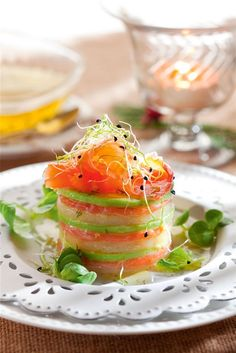 Timbal de salmón y aguacate Tupperware, Salmon Y Aguacate, Entrees, Food To Make, Catering, Seafood, Food And Drink, Appetizers, Favorite Recipes