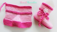 Construction of Two Color Baby Boots with Two Bottles - Babykleidung Knitted Booties, Crochet Baby Booties, Crochet Slippers, Knitted Hats, Knitting For Kids, Baby Knitting, Baby Girl Boots, Knitted Baby Clothes, Mode Blog