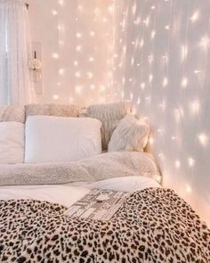 Minimalistisches Innendesign – Dekor ideen You can get a large living room with small hall decorating ideas. If you have a hall with a small square meter, your decoratio Lofted Dorm Beds, Room Ideas Bedroom, Bed Room, Bedroom Inspo, Diy Bedroom, Dream Bedroom, Teen Bedroom Designs, Bedroom Furniture, Furniture Design