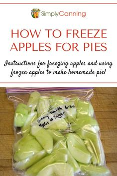 Freezing apples is even better when you know you're going to get apple pie out of it! Learn this easy method for making frozen apple slices that can quickly be removed from the freezer and baked into a delicious dessert. Cheap Clean Eating, Clean Eating Snacks, Eating Healthy, Freezing Apple Pie, Freezing Fruit, Apple Pie Recipes, Apple Desserts, Fall Desserts, Frozen Fruit