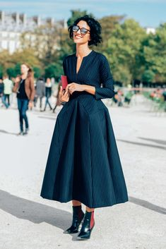 October 1, 2012  Tags Women, Black, Clutches, Metallic, Sunglasses, Boots, Pinstripes, Yasmin Sewell, J.W. Anderson, Dresses, Paris
