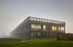Holzriegel über Landschaftspanorama: Hotel und Spa Seezeitlodge am Bostalsee - DETAIL - Magazin für Architektur + Baudetail
