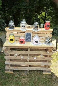 65th Birthday Party Ideas, Birthday Bar, Candy Bar Wedding, Wedding Table, Diy Wedding, Outside Furniture, Pallet Furniture, Bar En Palette, Sweet Bar