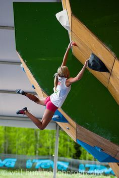 Sierra Blair-Coyle (USA) holding the swing!