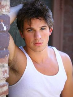 MATT LANTER, Actor & Model. 1983. b-OH; r-Atlanta. Br-bl. 5-10. l- sports. Teen movie roles from 2004; TV's 90210 (2009-2013- Liam Court); Ultimate Spider-Man (2012--). Mar. 2013 (hs sweet). 10, 8, 9.