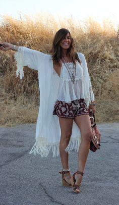Mytenida ///  Kimono: Monisqui (AQUÍ).  Top: Zara (new).  Shorts: Mango (new)…