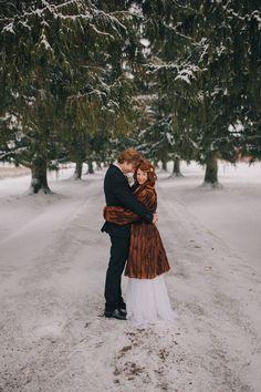 winter bride // photo by Ashley Dru Wedding Fur, Trendy Wedding, Wedding Styles, Wedding Photos, Dream Wedding, Wedding Ideas, Wedding Games, Gold Wedding, Winter Bride