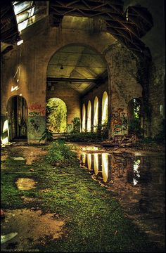 Beautiful But Scary Abandoned Buildings In The World - vintagetopia Abandoned Mansions, Abandoned Houses, Abandoned Places, Abandoned Castles, Abandoned Library, Derelict Places, Haunted Places, Urban Exploration, Old Buildings