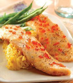 Ingredientes  4 filetes de pescado blanco2 tazas de pan molido2 cucharaditas de ralladura de limón1 chile rojo finamente picado y sin semillas2 cucharadas de perejil picado2 cucharadas de eneldo2 cucharadas de aceite de canola Pimienta Sal
