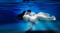 UNDER WATER TRASH THE DRESS. Video by LUIS ASENCIO. Sooo, beautiful! Brogan would like to be able to do this one day!